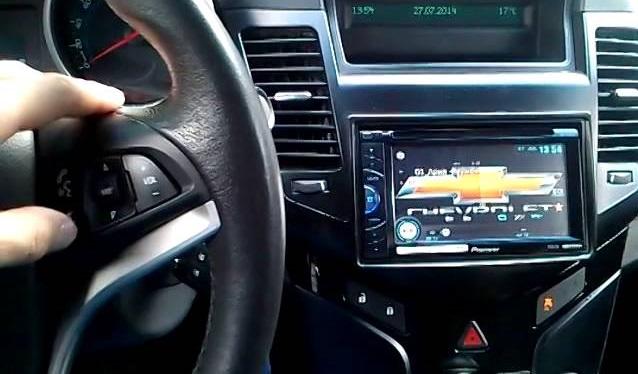 управление магнитолой кнопками на руле
